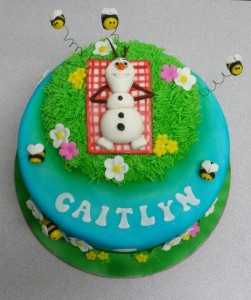 Frozen-Olaf-in-summer-cake-Picnick